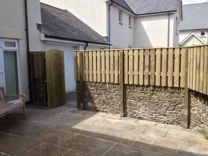 hit&miss style wind-proof fencing